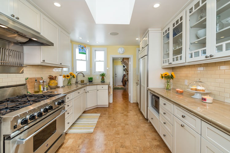 kitchen-with-cork-flooring..jpg